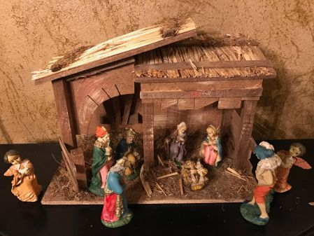 112-daily-dependence-moms-nativity-set